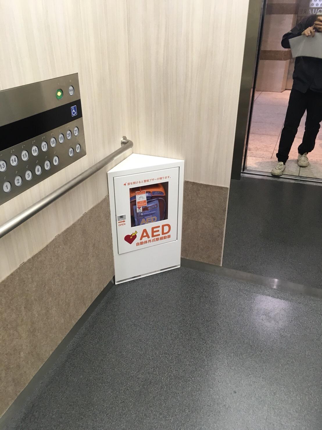 某東京都大学 エレベーターAEDボックス取付